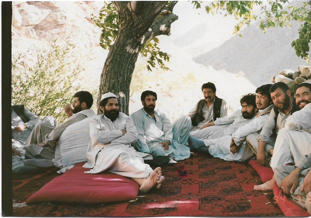تصویر از استاد ابوالحسین یاسر با ستر جنرال سید حسین انوری و یاران شان