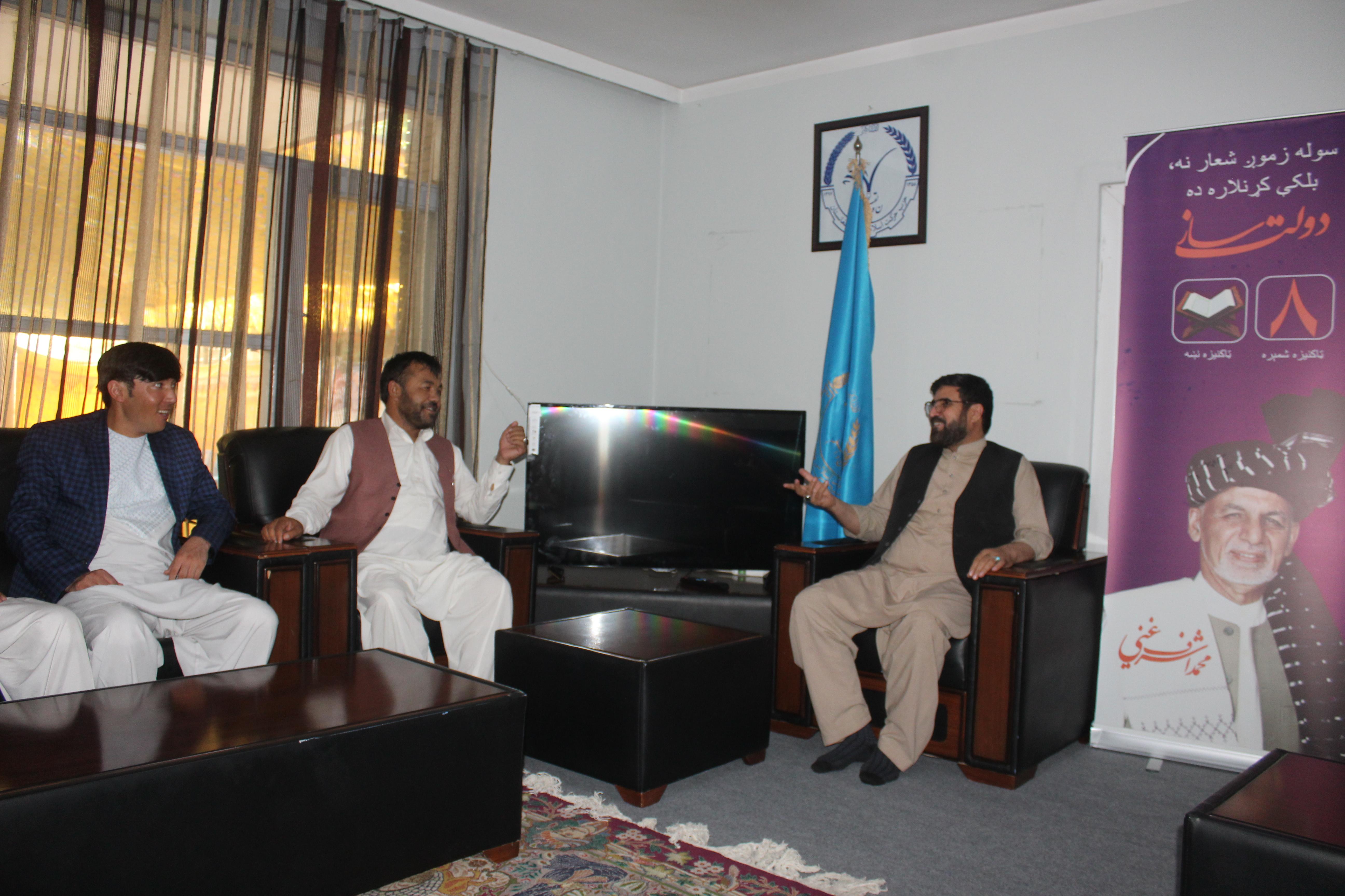 تصویر از حوزات حزبی حرکت اسلامی متحد افغانستان در شهر کابل کامپاین خانه به خانه را آغاز کردند