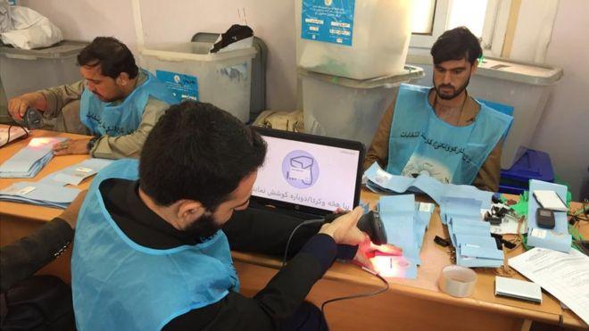 تصویر از انتخابات افغانستان؛ با وجود ادامه اختلافها، روند بازشماری آرا دوباره آغاز شد