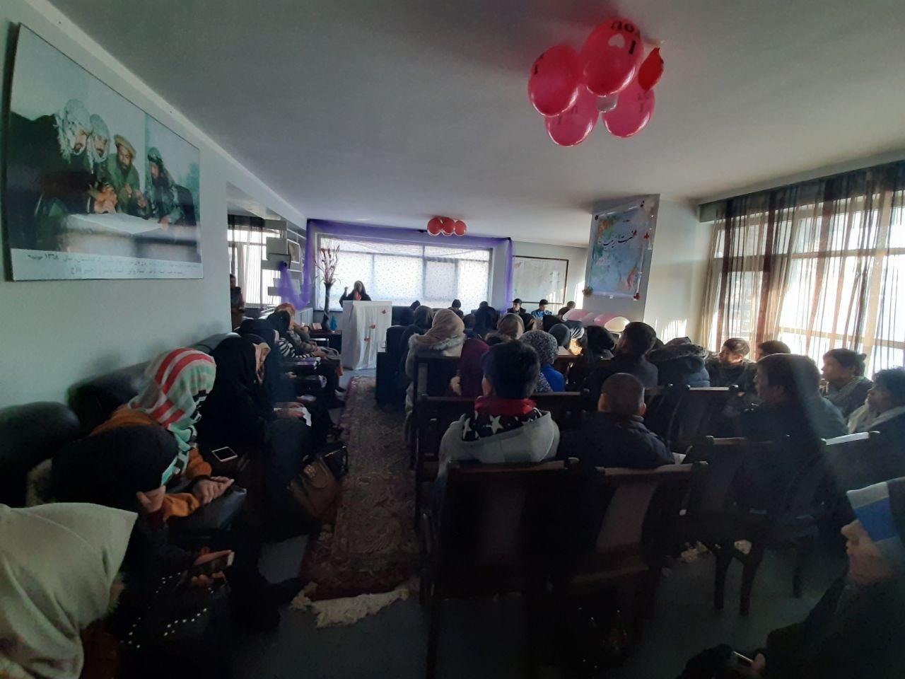 تصویر از برگزاری سیمینار علمی تحت عنوان بررسی ابعاد سیاسی و فرهنگی شخصیت حضرت زینب(س)