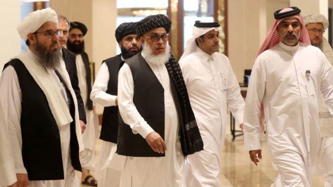 تصویر از وزیر خارجه آمریکا از 'پیشرفت' در مذاکرات با طالبان به غنی و عبدالله اطمینان داد